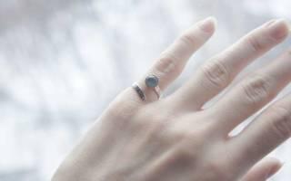 Кто носит кольца на мизинце и что это значит?