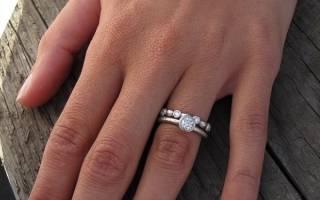 На каком пальце носят кольцо помолвки, на какую руку одевают и оставляют ли после свадьбы