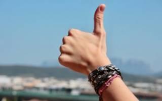 К чему чешется большой палец на левой руке: народные приметы и суеверия