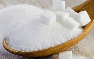 Народная примета: к чему рассыпают сахар на стол и на пол женщины и мужчины