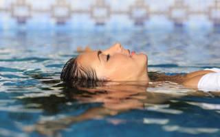 Сонник: плавать в воде — что значит?